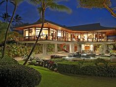 Got $ 9.5 million to spare? Buy this luxurious cantilevered beachfront property located in Paia, Hawaii