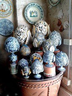 Grottaglie pottery
