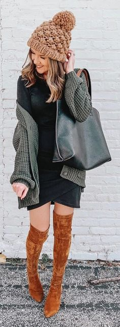 black shoulder bag Black Long Sleeve Shirt, Long Sleeve Shirts, Perfect Fall Outfit, Autumn Outfits, Black Shoulder Bag, Blue Jeans, Zip Ups, Addiction, Black Leather