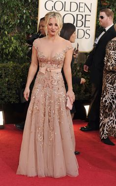 Golden Globes - Cute dress but what's up way Kaley Cuoco's goth makeup?