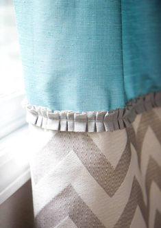 confection rideaux originaux en deux types de tissu en bleu et beige à motif chevron White Sheer Curtains, Tab Curtains, Lengthen Curtains, Ruffled Curtains, Curtain Trim, Curtain Hanging, Sewing Curtains, Blue Curtains, Curtain Panels