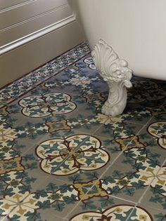 Encaustic tile in the bathroom, underneath a clawfoot tub. Bad Inspiration, Bathroom Inspiration, Victorian Bathroom, 1920s Bathroom, Victorian Tiles, Encaustic Tile, Tile Design, Ceramic Design, Bathroom Flooring