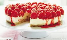 Mary Berry Everyday: White chocolate and raspberry cheesecake - chocolate cheesecake recipes - Mary Berry Cheesecake, White Chocolate Raspberry Cheesecake, Chocolate Cheesecake Recipes, Mary Berry White Chocolate Cake, Mary Berry Desserts, Cold Desserts, Oreo Cheesecake, Mary Berry Everyday, Nutella