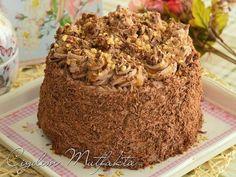 En az pastanelerde yapılan pastalar kadar lezzetli olan çikolatalı yaş pasta tarifi ile, sevdiklerinizi şaşırtıp mutlu edebilirsiniz.