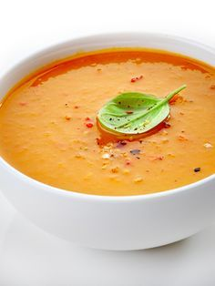 Curried Butternut Squash Soup: Tis the season for comfort food! Try this delicious and healthy soup - sure to warm you up this winter! Spaghetti Squash Soup, Creamy Spaghetti, Whole Food Recipes, Soup Recipes, Cooking Recipes, Healthy Recipes, Healthy Soup, Delicious Recipes, Curried Butternut Squash Soup