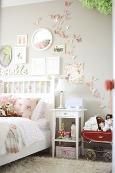 Love this room for Courteney. Love the wall colour, love the headboard, side table, everything. ♥