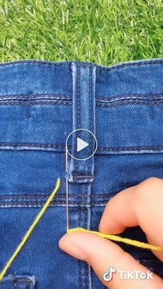 Stitch Your Life Together with These 8 Clever Sewing Hacks! Quick and easy ways to help you sharpen your sewing skills (pun intended), we came up with the seven sewing hacks you should keep in your back pocket. Sewing Hacks, Sewing Tutorials, Sewing Crafts, Sewing Tips, Diy Crafts, Sewing Jeans, Sewing Clothes, Techniques Couture, Sewing Techniques