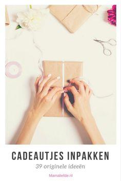 Inpaktips; creatieve tips om grote en kleine cadeautjes leuk in te pakken. Met behulp van diverse materialen voor originele verpakkingen. Voor sinterklaas, mama voor moederdag en andere volwassenen - Mamaliefde.nl
