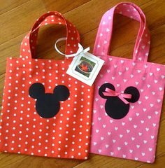Just finished making 20 Mickey and Minnie Mouse goody bags for a birthday party. The idea is to have a candy bar and each guest gets to fil. Minnie Mouse Party, Fiesta Mickey Mouse, Minnie Birthday, Mickey Party, Mickey Mouse Clubhouse, Mickey Minnie Mouse, Birthday Ideas, Birthday Bag, Birthday Design
