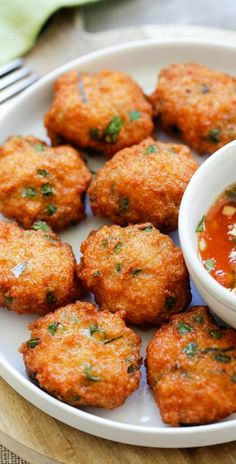 Thai Shrimp Cake – best Thai shrimp cake recipe loaded with shrimp red curry long beans and served with sweet chili sauce. So good |Thai Shrimp Cake – best Thai shrimp cake recipe loaded with shrimp red curry long beans and served with sweet chili sauce. So good |rasamalaysia.com