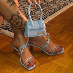 Little Jacquemus bag - FootWear Fashion Bags, Fashion Shoes, Fashion Outfits, Fashion Beauty, Cute Shoes, Me Too Shoes, Jacquemus Bag, Socks Outfit, Cute Bags