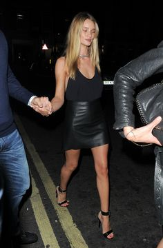 fausses-apparences:  rosie-huntington:  Jason and Rosie out in London - August 17, 2013  Message me if we have similar blogs!! Need more blogs to follow xx