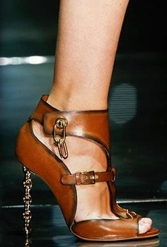 My bank acct would frown but a girl can dream... Tom Ford gold chain link stiletto  s/s2014