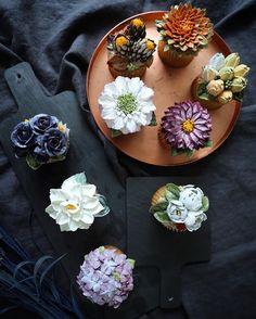 Cupcakes by EEDO~ --- buttercream flowercake by eedo--- #cupcakes #peony #flowercake #flowerclass #flowerstagram  #beanpasteflower #hobby #cakestagram #buttercreamflower #koreanflowercake #韓式唧花 #鲜花蛋糕 #鮮花蛋糕 #bungakue #KekBunga #Kursuskue #เค้กดอกไม้ #weddingcake #cakedeco #cakedesign #wiltoncake #Koreanflowercake #cakedecorating #Koreandecoratingart #eedocake #eedo #이도케익 #이도어무니 #앙금플라워 #버터크림플라워
