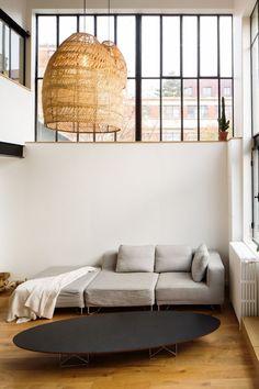 Dans le salon, le mobilier se la joue design