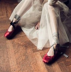 http://www.pretapregnant.com/fashion/miu-mius-buckled-leather-and-satin-ballet-flats-is-a-must/