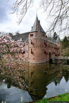 """Castle """"Het Oude Loo"""", Apeldoorn, the Netherlands / I was born here. I visited this castle a couple of times from the outside. Rotterdam Netherlands, Kingdom Of The Netherlands, Germany Castles, Dutch Royalty, Architecture Old, Summer Travel, Travel Around, Places To See, Beautiful Places"""