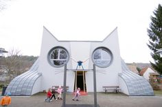 A KINDERGARTEN shaped like a CAT?! To get to the playground, the kids slide down the cat's tail!!!!