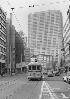Retro Pictures, Japanese Landscape, Light Rail, Tokyo Japan, Old Photos, Scenery, Around The Worlds, Street View, History