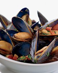 Mussels with Speck, Lemon and Oregano from Rood & Wine. Best Fish Recipes, Wine Recipes, Seafood Recipes, Gourmet Recipes, Mussel Recipes, Favorite Recipes, Fish And Seafood, Seafood Stock, Oregano Recipes