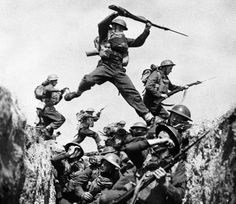 British troops advance in the Battle of the Somme, 1916.