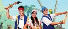 """Entre os dias 3 de maio a 1º de junho o Teatro Brasília Shopping garante a diversão do público infantil. Em uma história cheia de emoções, que tem como personagens principais três jovens piratas: Jake, Izzy e Cubby, a peça ocorre aos sábados e domingos às 16h. No enredo, o trio passa por situações inesperadas...<br /><a class=""""more-link"""" href=""""https://catracalivre.com.br/brasilia/agenda/barato/peca-infantil-leva-ao-publico-uma-aventura-com-famosos-viloes-do-cinema/"""">Continue lendo »</a>"""