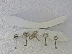 Schlüsselbrett / Hakenleiste weiss Welle shabby  von Schlueter-Home-Design auf DaWanda.com
