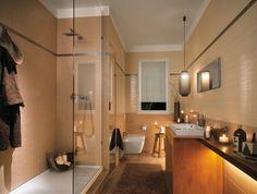 Wunderschönes Badezimmer!  Mir gefallen die warmen Farben in diesem Bad. Größere Fliesen an die Wände, perfekt!