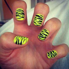 tiger stripes nails art creative polish diy neon yellow black animal cool nice