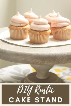 I have ANOTHER fabulous Très Frugal DIY gift idea for you. I simply picked up a few wood discs and a furniture leg to create a unique cake stand. It couldn't be easier! Diy Birthday, Birthday Parties, Wood Discs, Rustic Cake Stands, Diy Pool, Diy Party Decorations, Mini Cupcakes, Craft Tutorials, Diy Kitchen