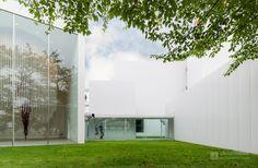Towada Art Center (十和田市現代美術館). /  Architect : Ryue Nishizawa (設計:西沢立衛).