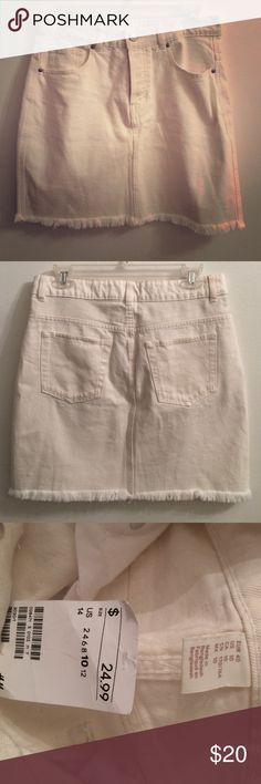 White Denim Pencil Skirt White Denim Skirt Unworn, really cute but I don't have anything to style it with H&M Skirts Pencil