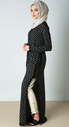 Cupola Maxi Hijab dress with the cute pom-Poms Islamic Fashion, Muslim Fashion, Modest Fashion, Maxi Outfits, Fashion Outfits, Hijab Dress, Hijab Wear, Muslim Dress, Hijab Outfit