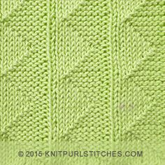 [Knit and Purl in the round] Pennant Pleating - Reversible pattern looks identical on both sides.