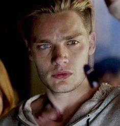 I've never been so attractive by a guys eyes Dominic Sherwood, Beautiful Horses, Beautiful Men, Beautiful People, Shadowhunter Alec, Clary Und Jace, Vampire Academy Books, Jace Lightwood, Shadowhunters Series