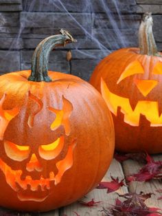 The experts at DIYNetwork.com share traditional and easy-to-create pumpkin carving ideas for Halloween.