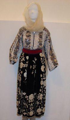 Costumul popular al Mariei Tănase, vechi de peste un veac, la Muzeul Olteniei - MagnaNews Popular, Romania, High Neck Dress, Costumes, Dresses, Women, Fashion, Turtleneck Dress, Vestidos