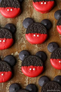 Mickey Mouse OREOS - Lil' Luna Mickey Mouse OREOS - a simple, cute and tasty treat to make with or for the kids for any occasion!<br> Mickey Mouse OREOS - a simple, cute and tasty treat to make with or for the kids for any occasion! Mickey Mouse Desserts, Bolo Do Mickey Mouse, Mickey Mouse Cookies, Mickey Cakes, Mickey Mouse Parties, Mickey Party, Disney Parties, Pirate Party, Mickey And Minnie Cake