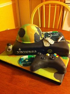 XBOX Call of Duty cake. This is soo you Chrissy!!!