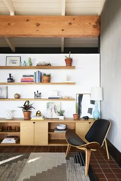 This Eames chair + geometric rug + open shelving make this room perfect for Cali | Nicole Franzen