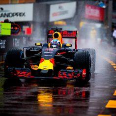 Formula 1 driver. Perfil Oficial. Twitter: @alo_oficial YouTube.com/aloOficial facebook.com/FernandoAlonsoOficial