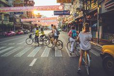 Wil je het echte Bangkok zien? Maak dan een fietstour met Co van Kessel en ontdek het drukke Chinatown en de groene buitenwijken van deze indrukwekkende stad.