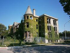 This page has photographs of abandoned buildings in Detroit including residential, commercial, industrial, and institutional buildings. Abandoned Buildings, Abandoned Detroit, Abandoned Places, Ghost Stories, Urban Landscape, Ghost Towns, Photo Galleries, Beautiful Pictures, Mansions