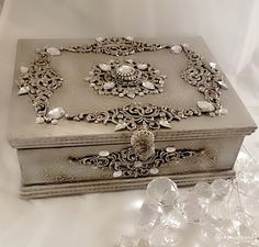 1 million+ Stunning Free Images to Use Anywhere Wedding Gift Baskets, Jewelry Box Makeover, Altered Cigar Boxes, Creative Box, Decoupage Box, Antique Boxes, Idee Diy, Pretty Box, Jewellery Boxes