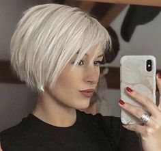 Choppy Bob Hairstyles For Fine Hair, Short Sassy Haircuts, Ash Blonde Short Hair, Short Hair Cuts For Women, Layered Hair, Great Hair, Hair Today, Hair Dos, Hair Inspiration