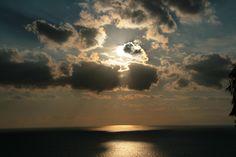 Azzurro, grigio, argento. Un bel tramonto a Torre delle Stelle, Sardegna