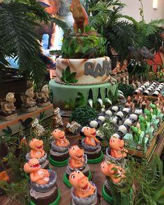 Birthday Party At Park, Minnie Birthday, Dinosaur Birthday Party, Birthday Party Themes, Dinosaur Cake, Festa Jurassic Park, Car Themed Parties, The Good Dinosaur, Safari Party