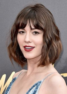 We've rounded up the very best hair and makeup looks from the 2017 MTV Movie & TV Awards—including Hailee Steinfeld and more. Mary Elizabeth Winstead, Celebrity Hairstyles, Hairstyles With Bangs, Medium Hair Styles, Short Hair Styles, Pixie Haircut Styles, Pixie Haircuts, Celebrity Makeup Looks, Look 2018