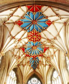 Edward IV set these Suns in Splendor into the vaulted roof of Tewkesbury Abbey following his victory in 1471.