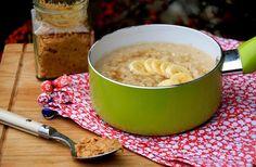 Erdnussbutter, Banane und Haferflocken machen dieses Porridge zum ultimativen Power Food!